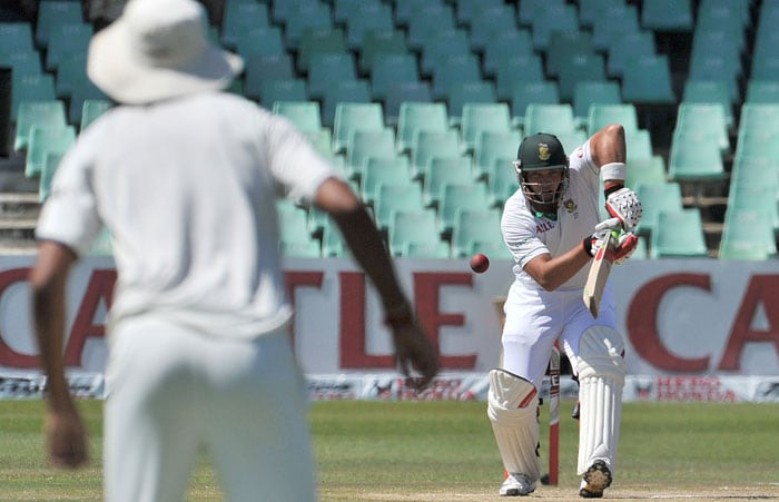 Jacques Kallis plays stroke during South Africa's 2nd innings on the fourth day of the second Test at the Kingsmead Stadium in Durban. (AFP Photo)