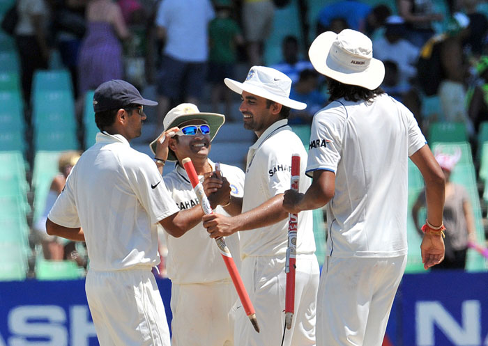 Rahul Dravid, Sachin Tendulkar, Zaheer Khan and Ishant Sharma celebrate their victory on the fourth day of the second Test between India and South Africa at the Kingsmead Stadium in Durban. (AFP Photo)