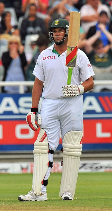 Jacques Kallis raises his bat after scoring 50 runs on the first day of the third Test between India and South Africa at the Newlands Stadium in Cape Town. (AFP Photo)