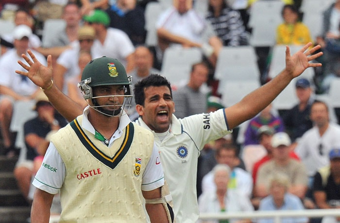 Zaheer Khan celebrates dismissing Graeme Smith for 6 runs on the first day of the third Test at the Newlands Stadium in Cape Town. (AFP Photo)
