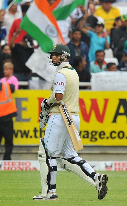 Alviro Petersen walks back dejected after been caught out for 21 runs off Ishant Sharma's bowling on the first day of the third Test between India and South Africa at the Newlands Stadium in Cape Town. (AFP Photo)