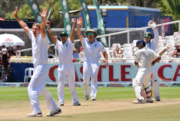 Ashwell Prince makes a catch as teammate Graeme Smith makes an unsuccessful appeal for the dismissal of Rahul Dravid on the fifth day of the third and final Test between India and South Africa at the Newlands Stadium in Cape Town. (AFP Photo)