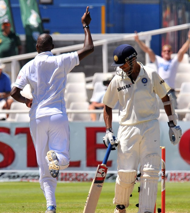 Lonwabo Tsotsobe celebrates dismissing Rahul Dravid for 31 runs on the fifth day of the third and final Test between India and South Africa at the Newlands Stadium in Cape Town. (AFP Photo)