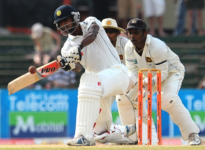 Abhimanyu Mithun bats as Sri Lankan wicketkeeper Prasanna Jayawardene (R) looks on during the fourth day of the second Test match between Sri Lanka and India at The Sinhalese Sports Club Ground in Colombo on July 29, 2010. (AFP Photo)
