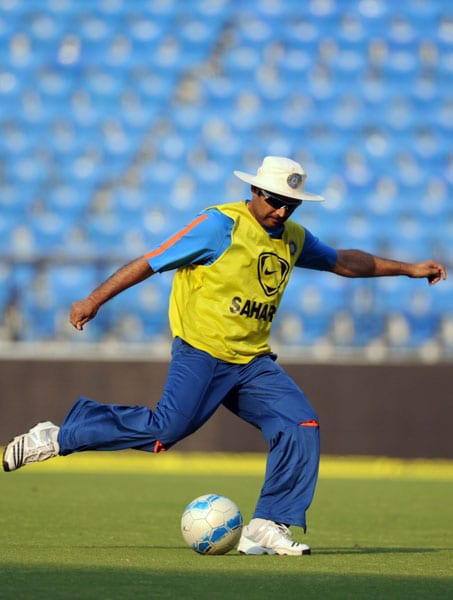 Virendra Sehwag plays soccer during a practice session in Nagpur on December 8, 2009. After winning the three-match Test series against Sri Lanka, India play two Twenty20 matches and five One-Day Internationals with the first Twenty20 in Nagpur on December 9. (AFP Photo)