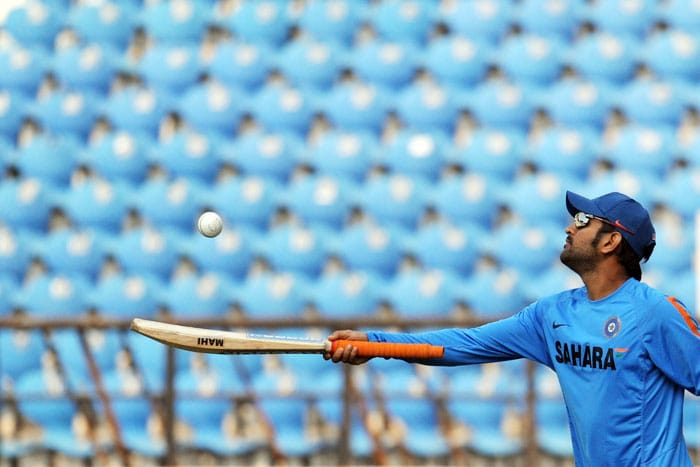 Indian skipper Mahendra Singh Dhoni balances a ball during a practice session in Nagpur. (AFP Photo)