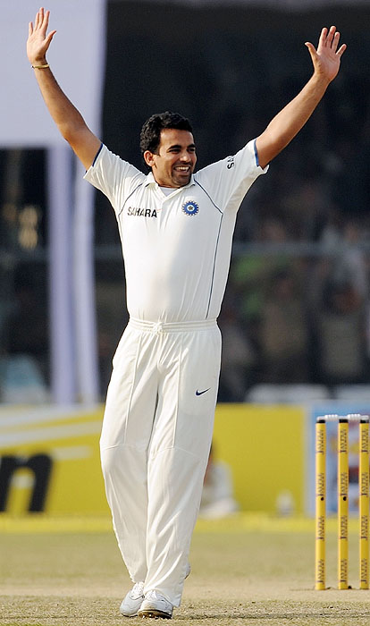 India's Zaheer Khan reacts after taking the wicket of Sri Lanka's Tillakaratne Dilshan on the second day of the second Test match at the Green Park Stadium in Kanpur on Wednesday. (AFP Photo)