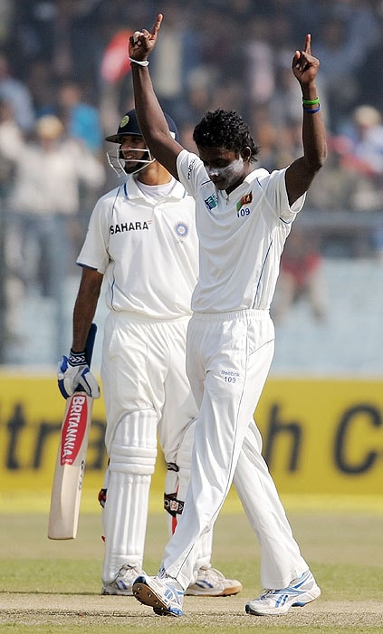 Sri Lanka's Ajantha Mendis reacts after taking the wicket of India's Sachin Tendulkar on the second day of the second Test match at the Green Park Stadium in Kanpur on Wednesday as Rahul Dravid (L) looks on. (AFP Photo)