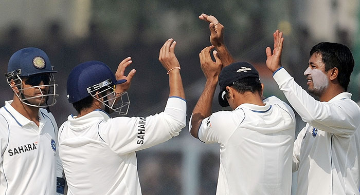 India's Pragyan Ojha celebrates with teammates after taking the wicket of Sri Lanka's Muthiah Murlitharan during the fourth day of the second Test match at the Green Park Stadium in Kanpur on Friday. (AFP Photo)