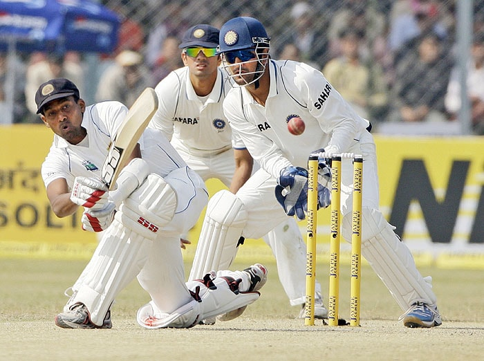 Sri Lanka's Thilan Samaraweera bats as Indian cricketers Mahendra Singh Dhoni and Rahul Dravid look on during the fourth day of their second Test match in Kanpur on Friday. (AP Photo)