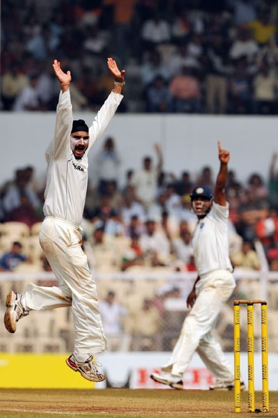 Harbhajan Singh unsuccessfully appeals for an LBW (leg before wicket) on the fourth day of the third Test between India and Sri Lanka in Mumbai. (AFP Photo)
