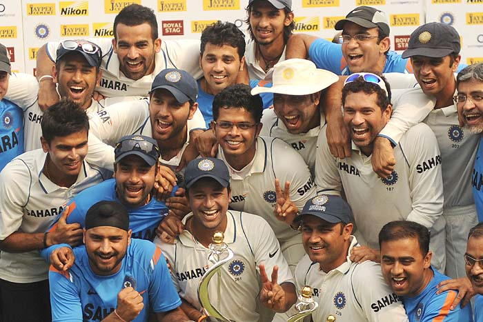 Indian cricketers pose for a team photo after winning on the final day of the third Test against Sri Lanka in Mumbai on Sunday, December 6, 2009. India won by an innings and 24 runs, clinching the 3-match Test series by 2-0. They also became the number one Test side for the first time in the history of cricket. (AFP Photo)