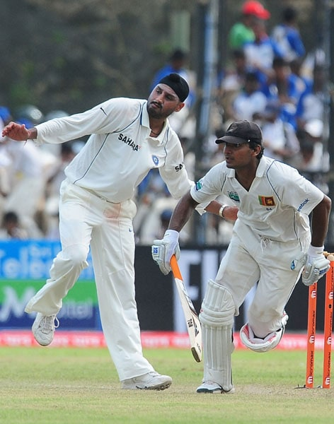 Kumar Sangakkara runs between the wickets as Harbhajan Singh reacts during the first day of the first Test match between Sri Lanka and India at The Galle International Cricket Stadium in Galle. (AFP Photo)