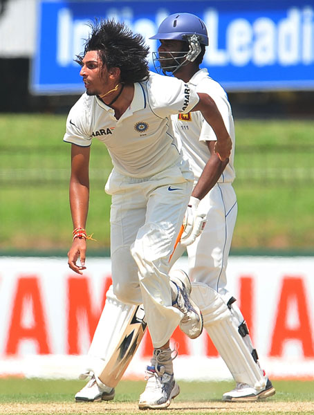 Ishant Sharma delivers a ball as Tharanga Paranavitana looks on during the first day of the second Test match between Sri Lanka and India in Colombo. (AFP Photo)