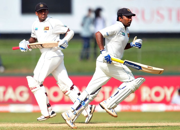 Thilan Samaraweera and Mahela Jayawardene run between wickets during the second day of the second Test match between Sri Lanka and India in Colombo. (AFP Photo)