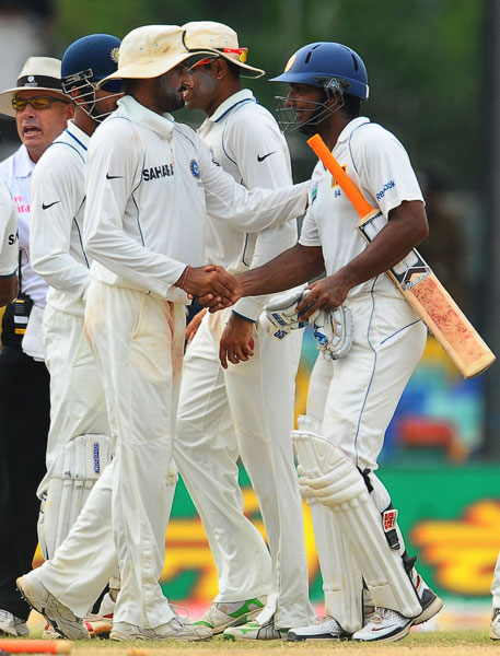 Sri Lankan captain Kumar Sangakkara and Indian cricketer Harbhajan Singh shake hands after the second Test between Sri Lanka and India finished in a draw on its fifth and final day at the Sinhalese Sports Club Ground in Colombo. (AFP Photo)