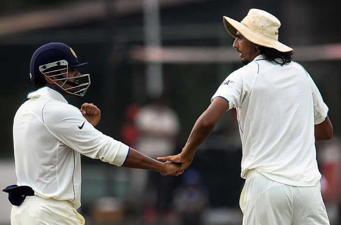 Murali Vijay shares a light moment with Ishant Sharma during the fifth and final day of the second Test match between Sri Lanka and India in Colombo. (AFP Photo)