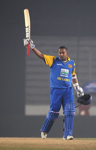 Thilan Samaraweera acknowledges the crowd after scoring a century (hundred runs) against India during the second ODI of the tri-nation tournament in Dhaka. (AFP Photo)