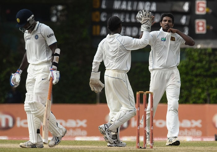 Sri Lankan cricketers Suraj Randiv (R) and Prasanna Jayawardene (C) celebrate the dismissal of Indian cricketer Abhimanyu Mithu (L) during the third day of the third Test match between Sri Lanka and India at The P. Sara Oval International Cricket Stadium. (AFP Photo)