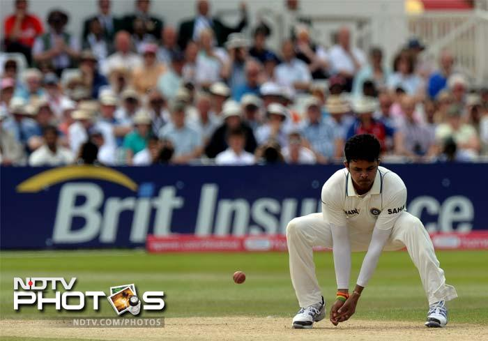 Sreesanth managed to bowl on a good line and length. He kept the English batsman in check though wickets soon dried up.