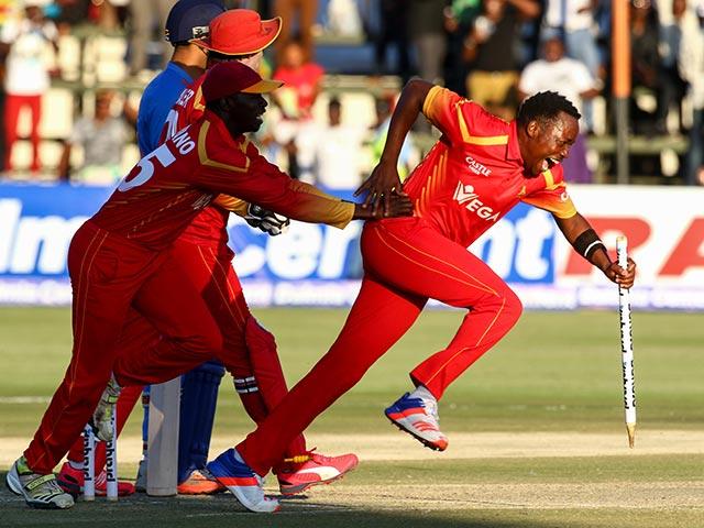 Photo : जिम्बाब्वे ने टीम इंडिया को दिया झटका, टी-20 मैच में 2 रन से दी मात