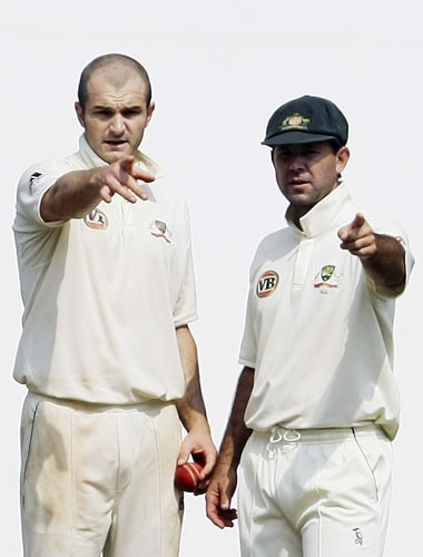Australian captain Ricky Ponting and Jason Krejza confer during the fourth day of the final Test between India and Australia in Nagpur.