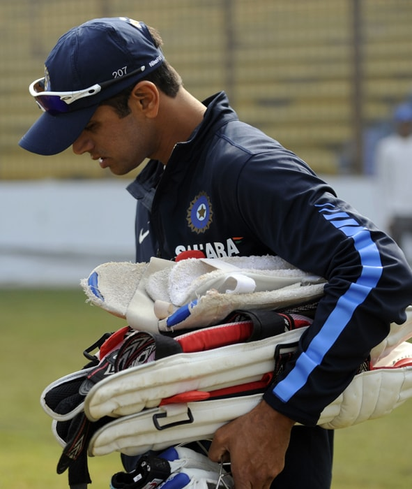 Rahul Dravid takes part in a practice session at Zohur Ahmed Chowdhury Stadium in Chittagong on January 16, 2009. India will play a two-Test series against Bangladesh. (AFP PHOTO)