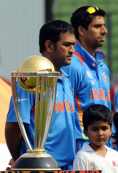 India captain Mahendra Singh Dhoni and teammate Ashish Nehra stand next to the ICC World Cup trophy prior to the tournament's first match between India and Bangladesh at the Sher-e-Bangla National Stadium in Dhaka. Bangladesh captain Shakib Al Hasan won the toss and sent India in to bat in the opening match of the World Cup at the Sher-e-Bangla stadium. (AFP Photo)