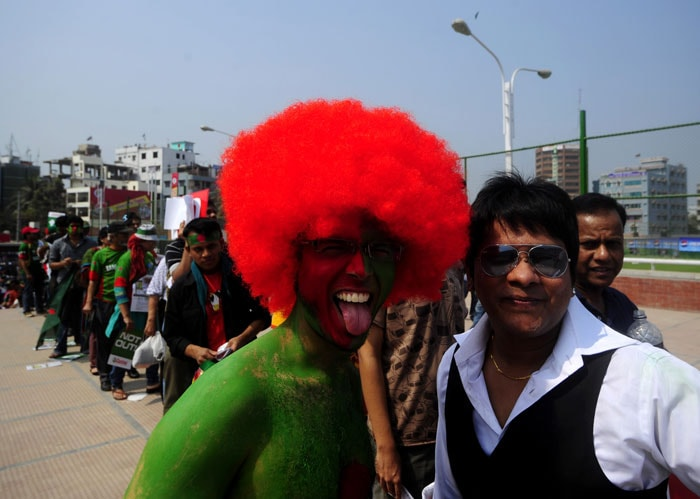 Bangladeshi fans arrive to watch the first match of the ICC World Cup tournament at the Sher-e Bangla National Stadium in Dhaka. (AFP Photo)