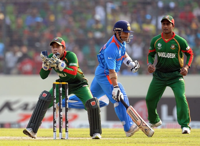Sachin Tendulkar successfully completes a run as wicketkeeper Mushfiqur Rahim awaits the ball during the first match in the World Cup Cricket tournament between Bangladesh and India at the Sher-e Bangla National Stadium in Dhaka. (AFP Photo)