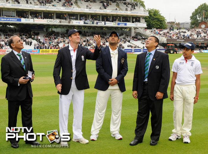 England captain Andrew Strauss and India captain MS Dhoni during the toss on Day 1 of the first Test match between England and India at the Lord's Cricket ground in London. (AFP Photo)