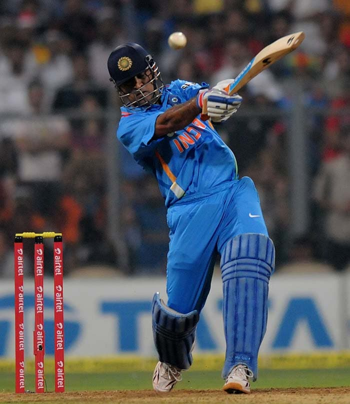 Dhoni hit 3 boundaries and 2 sixes en route 38 off 18 balls before his dismissal stalled India's innings again. After his departure, India hit just 9 off 8 deliveries. Raina finished with 35* off 24 balls. (Photo credit: BCCI)