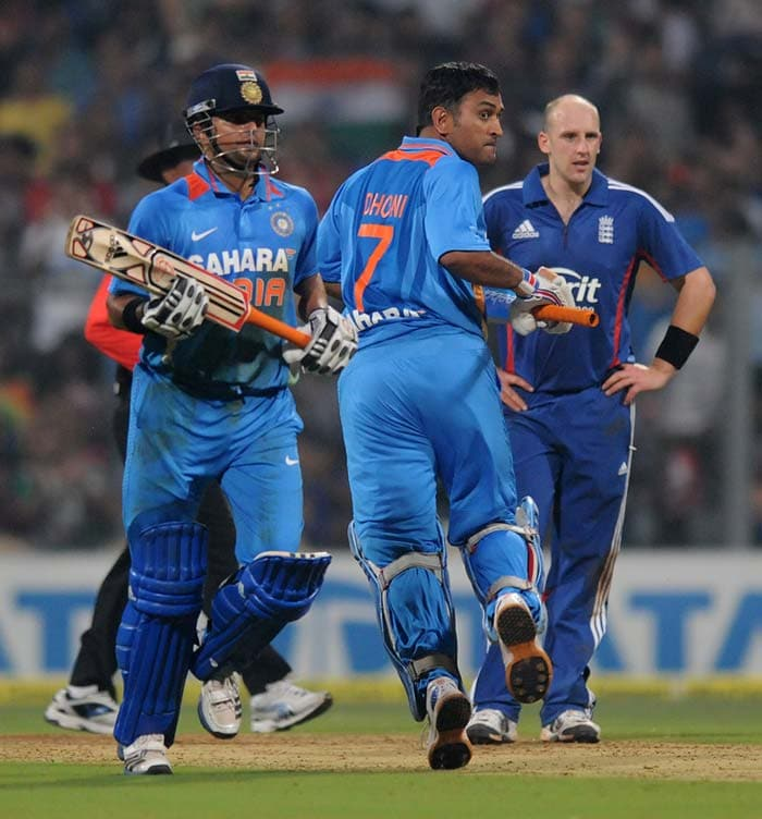 Skipper MS Dhoni and Suresh Raina then held fort and took Indian innings forward. England looked to have gotten the edge at one point but MSD and Raina were in no mood to give in the towel. (Photo credit: BCCI)