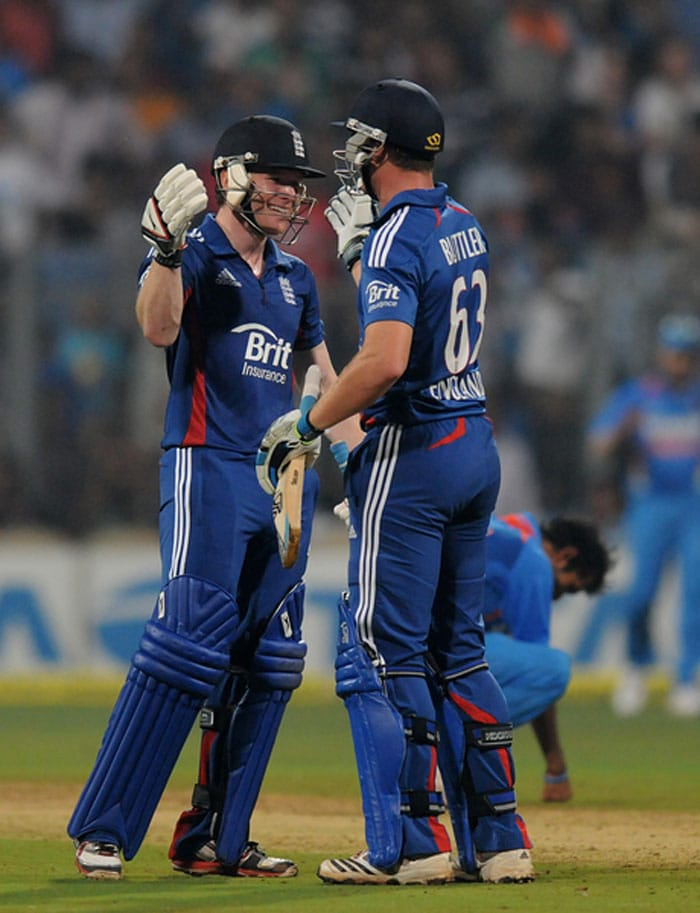 At that point on 3-123, England would not have harboured much chances. Samit Patel, who was surprisingly sent ahead of Jos Buttler then went caught by Gambhir off Dinda. England needed 29 off 13 then as Eoin Morgan and Buttler joined hands. (Photo credit: BCCI)
