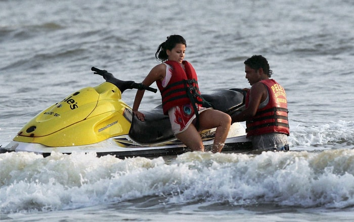 MS Dhoni's wife Sakshi being helped by a lifeguard for a speedboat ride at Benaulim beach in Margao on Sunday. (PTI Photo)