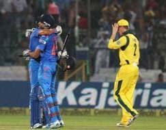 Photo : 2nd ODI: Records tumble as India chase Aus' massive 359