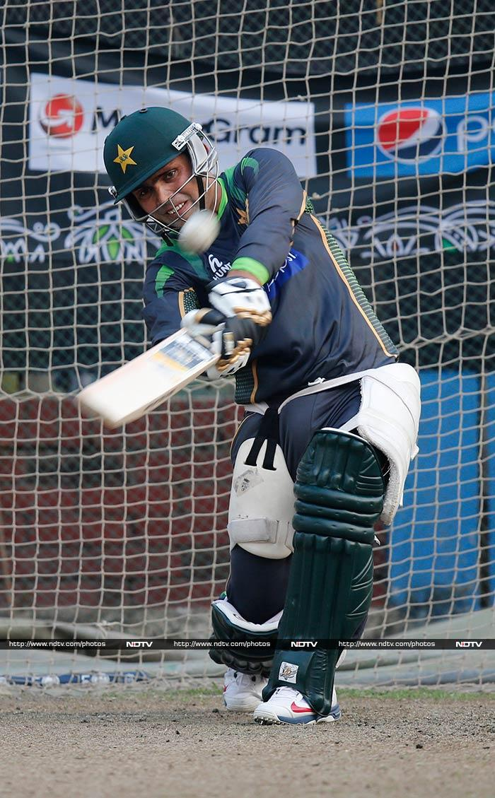 Pakistan's Kamran Akmal will hope to use this game to re-establish himself as the team's regular wicket-keeper-batsman.