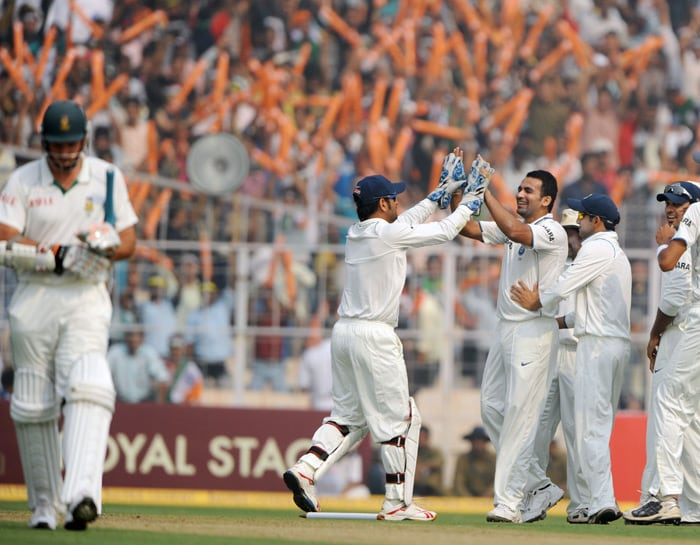 One man who has been consistently bending his back and performing is Zaheer Khan. India's bowling spearhead made sure he kept things tight for his team. What he lacked was good support from the other end. He had picked three wickets in Nagpur where all other Indian bowlers looked pedestrians. In Kolkata, he was the wrecker-in-chief in the first innings. He knocked off the South African top order and let the spinners take over from there. He took four wickets in the first innings but unfortunately in the second innings, he pulled up a muscle and did not bowl.