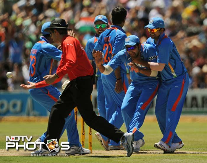 David Warner (18) fell with the score on 53. He was run-out as India looked to tighten the noose.