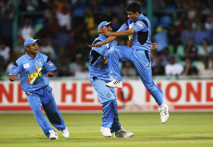 <b> March 10, 2003 (Johannesburg):</b> Sri Lanka stood in India's way when the two teams played in their super six match of the 2003 World Cup. It was Srinath and Ashish Nehra who tore the Lankan batting apart taking 4 wickets each. This after Sri Lanka opted to field but gave away 292 runs and managed to score only 109 in reply. (Getty Images)