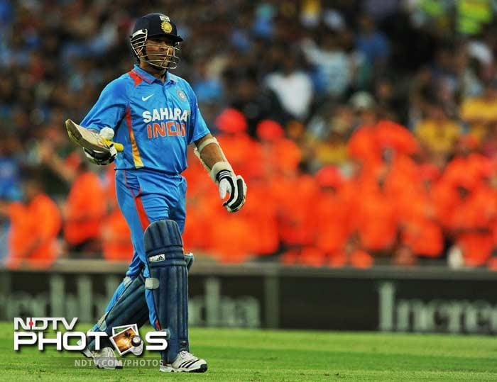 Sachin Tendulkar followed back in a huff. He was run-out and the Indian batsman felt that Brett Lee had obstructed his way. All that the fans saw off his blade though, were 14 runs.
