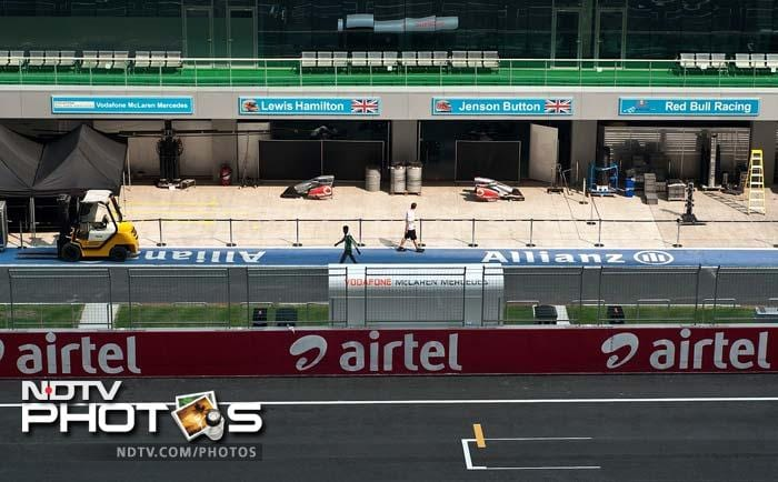 The pit lane is up and ready, raring to be at the service of racers.