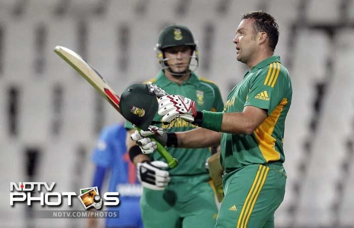 The day began with a mighty 2nd wicket stand by Jacques Kallis and Coling Ingram in which they got their individual fifties, helped South Africa reach a huge total of 219/4 in 20 overs.