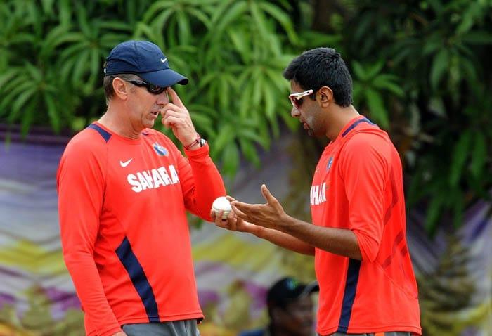 Indian bowler Ravichandran Ashwin gestures while talking with bowling coach Eric Simons. (AFP Photo)