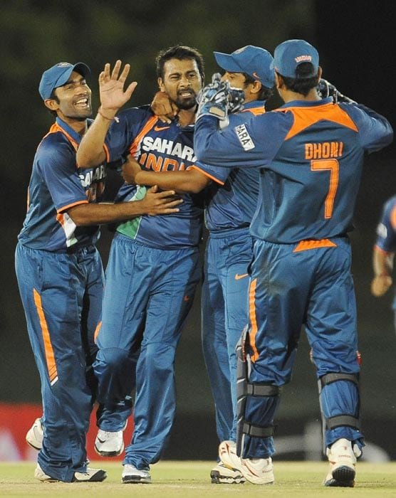 Indian cricketer Praveen Kumar celebrates with teammates after the dismissal of New Zealand cricketer Scott Styris during the sixth ODI of the Micromax tri-series between India and New Zealand at the Rangiri Dambulla International stadium in Dambulla. (AFP Photo)