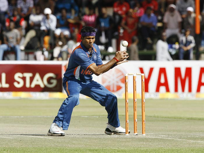 Indian bowler Ashok Dinda tries unsuccessfully to run out Zimbabwean Batsman Elton Chigumbura at Harare Sports Club in the second and last of the two Micromax Twenty 20 series. India won the series by 7 wickets. (AFP Photo)