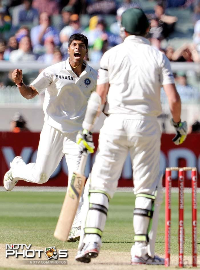 Indian paceman Umesh Yadav celebrates dismissing Australian batsman Peter Siddle (R) on Day 3 of the first Test at the Melbourne Cricket Ground in Melbourne. (AFP Photo)