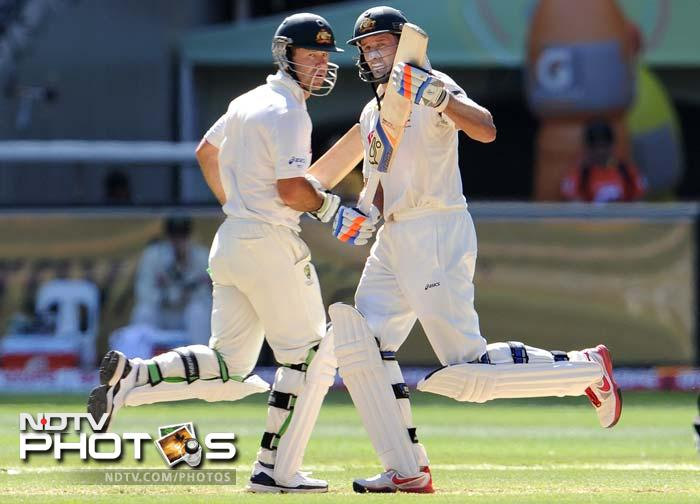 Australian batsmen Ricky Ponting and Michael Hussey taking a single on Day 3 of the first Test match at the Melbourne Cricket Ground in Melbourne. (AFP Photo)
