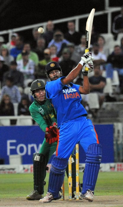 India's Yusuf Pathan slams a 4 during the third one day International played against South Africa in Cape Town, South Africa. (AFP Photo)