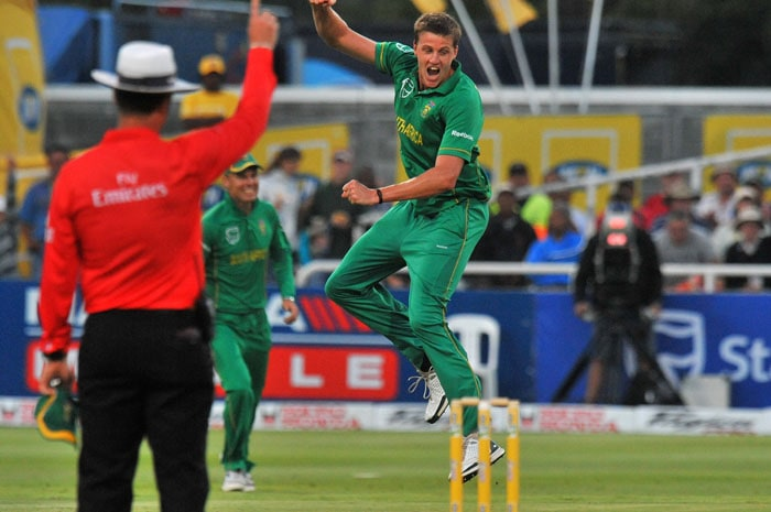 South African Morne Morkel celebrates dismissing Indian Virat Kohli during the third one day International played against South Africa in Cape Town, South Africa. (AFP Photo)